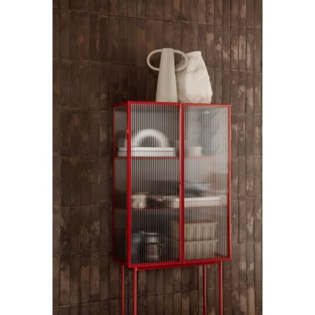 Haze vitrinekast Ferm Living Reeded glas - Rood