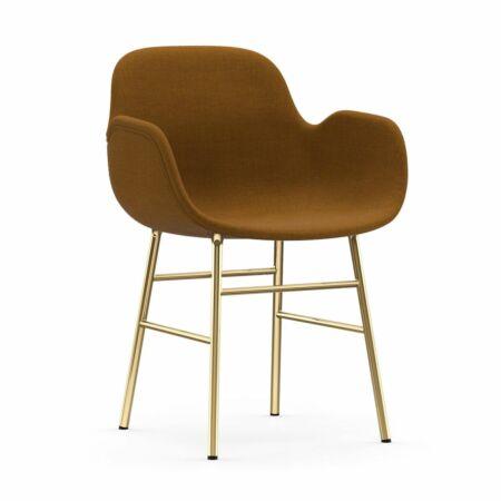 Form Armchair stoel Normann Copenhagen messing - stof oranjebruin