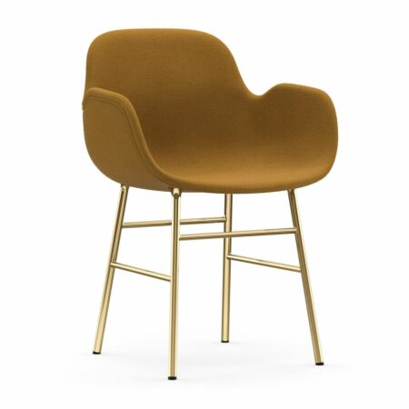 Form Armchair stoel Normann Copenhagen messing - stof oker