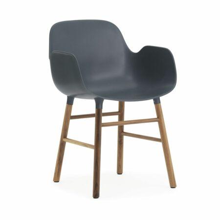 Form Armchair stoel Normann Copenhagen walnoot - blauw